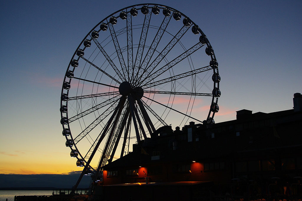 Soak in panoramic views of the Emerald City from the too of the Great Wheel.